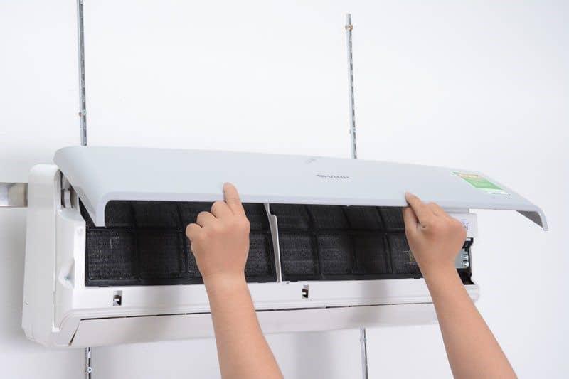 Vệ sinh máy lạnh - tháo mặt nạ